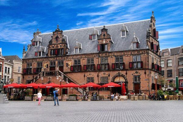https://www.lokaalinnijmegen.nl/wp-content/uploads/2020/05/Winkelen-Nijmegen-1-600x400.jpg